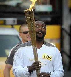 Will.i.am-Carries-The-Olympic-Torch.jpg